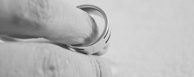 Zhoršily se důsledkem rozvodu Vaše majetkové poměry? Domáhejte se výživného na rozvedeného manžela