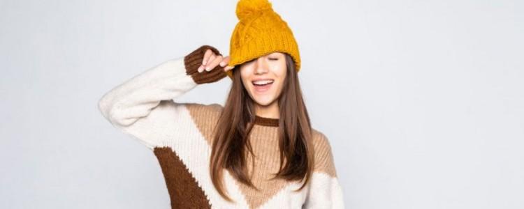 Hřejivé dámské svetry pro vrtošivé jaro