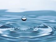Je bezpečné pít vodu z kohoutku? Anebo byste raději měli dát přednost té balené?