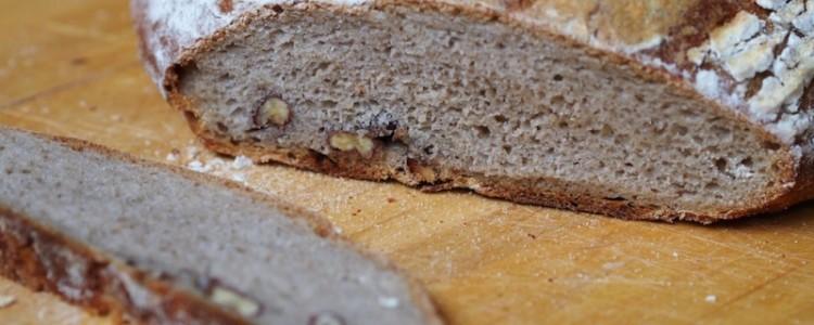 Pikantní ořechovo-sýrový chléb